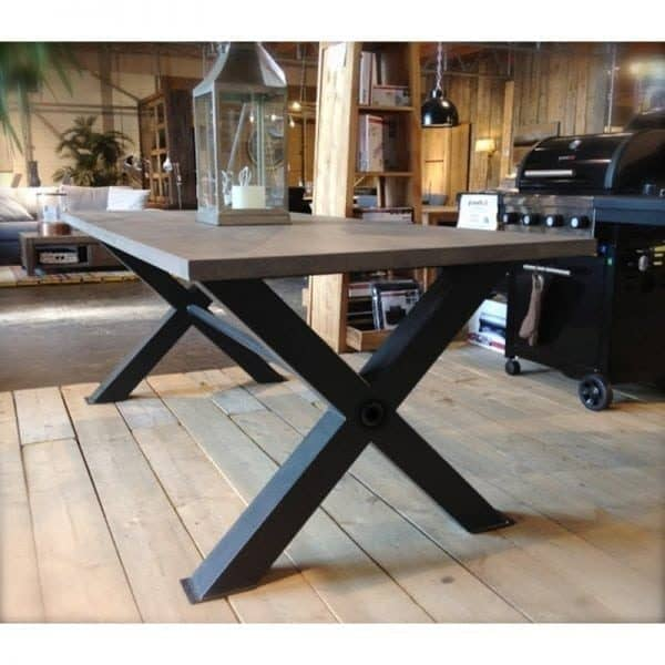 kruispoot tafel met eiken blad en stalen kruispoot zwart